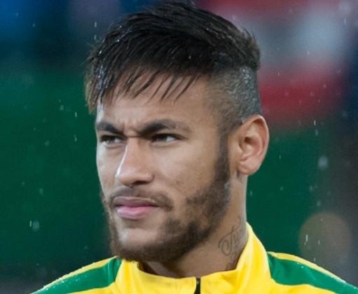 Neymar sofre acidente de carro