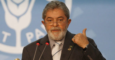 Após foto de Aécio e Moro, Lula volta a pedir afastamento do juiz