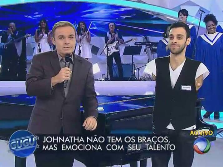 Jonathan Bastos, sem os braços, toca no Encerramento das Paralimpíadas