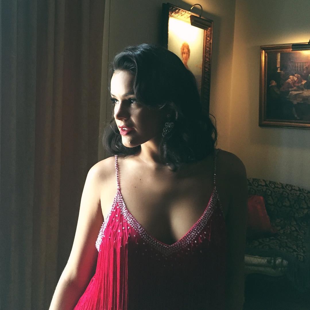 Cena sensual com Bruna Marquezine nua bomba na internet