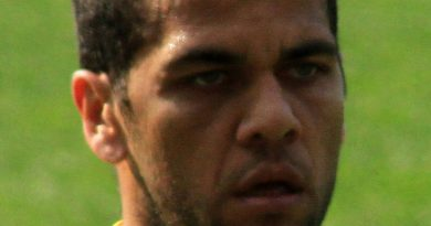By Ronnie Macdonald from Chelmsford and Largs, United Kingdom - Daniel Alves, CC BY 2.0, https://commons.wikimedia.org/w/index.php?curid=14965851