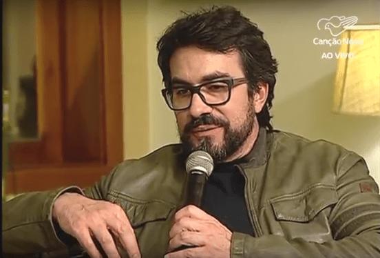Padre Fábio de Melo apresentando o programa Direção Espiritual (Foto/reprodução Canção Nova)
