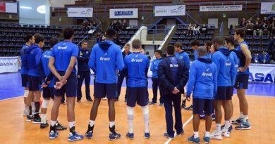 Renan comandou o primeiro treino do Brasil em Temuco (Divulgação/CBV)