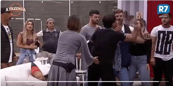 Fábio Arruda chama Ana Paula Minerato de 'macaca e marginal' em A Fazenda 9; veja vídeo