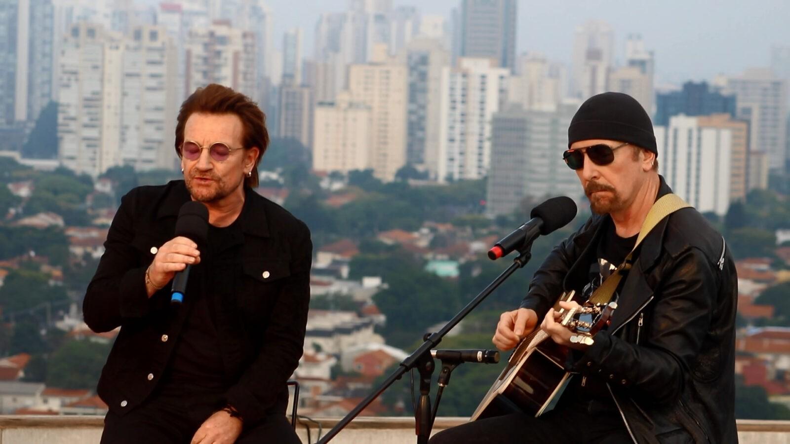 Foto 1: Bono Vox e os músicos do U2 fazem pocket show no 'Fantástico' deste domingo. Crédito: Globo/ Felipe Martini