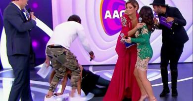Patrícia Abravanel caiu no palco do Teleton 2017