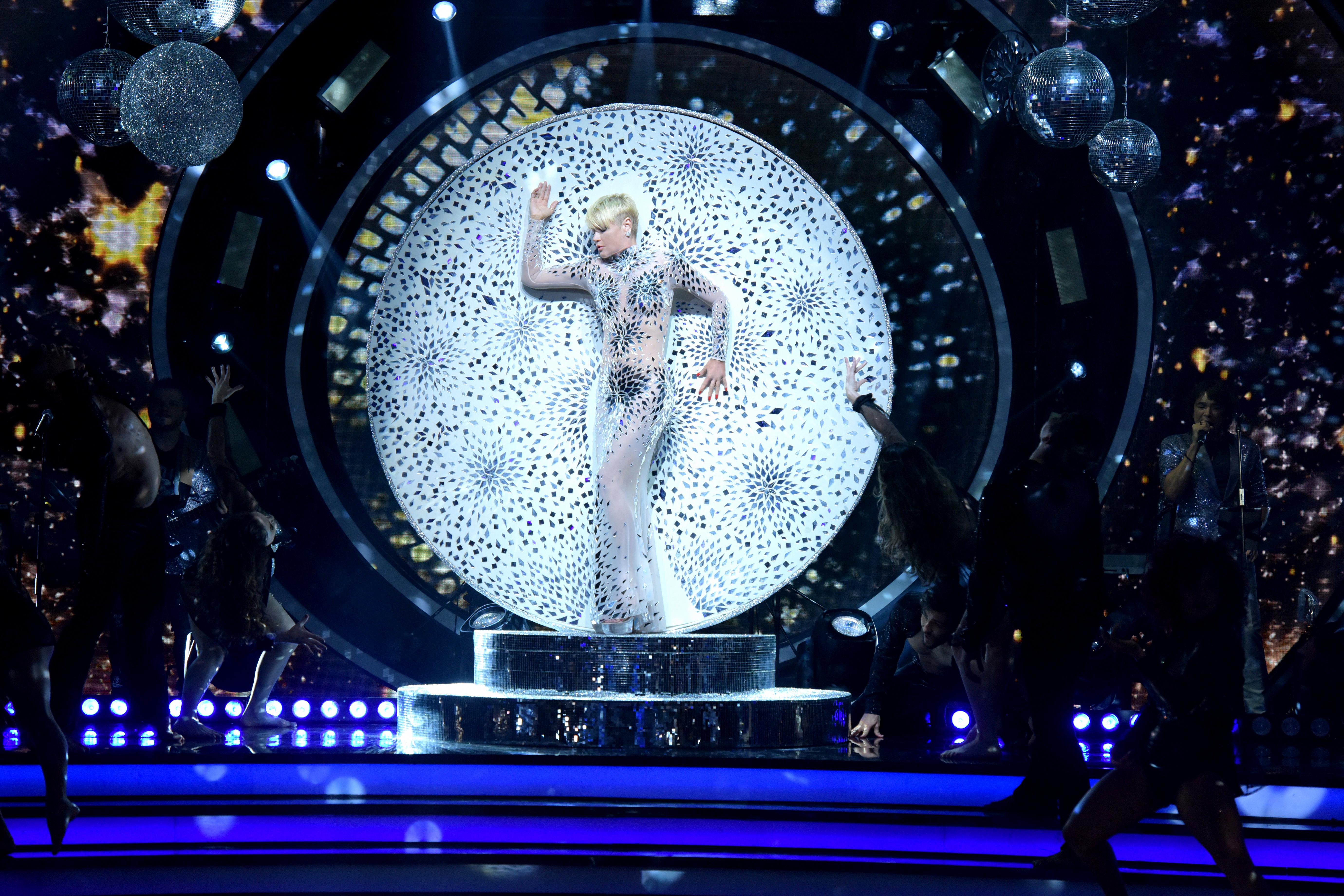 Dancing Brasil Especial de fim de ano: prêmio do vencedor, que será escolhido pelo público, será entregue a uma instituição de caridade (Crédito das fotos: Blad Meneghel)