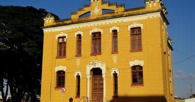 Casa da Cultura e CEMM em Sertãozinho. By MARCO AURÉLIO ESPARZ…, CC BY-SA 3.0, https://commons.wikimedia.org/w/index.php?curid=56478256