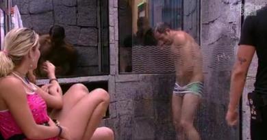 Kaysar do BBB 18 mostra demais durante banho (Foto/reprodução TV Globo)