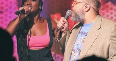 Ed Motta e Iza homenageiam Tim Maia no 'Fantástico'. Crédito: Globo/ Felipe Martini