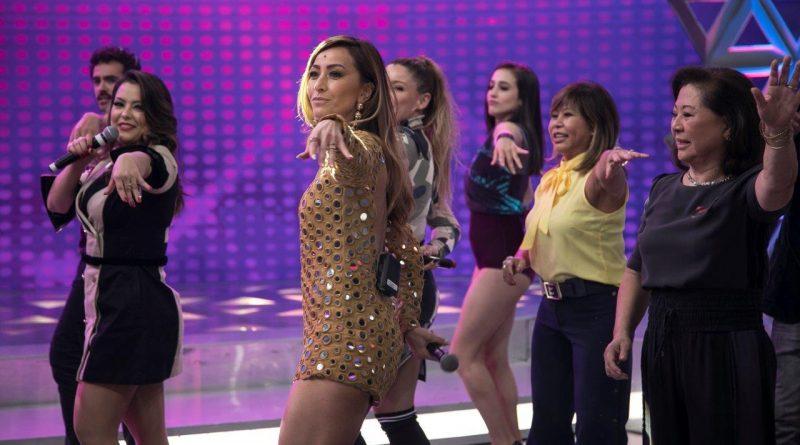 Sabrina Sato dança Ragatanga com as cantoras do grupo Rouge