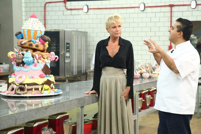 BATALHA DOS CONFEITEIROS - Xuxa é a convidada especial de Buddy Valastro para avaliar bolos dos participantes e se emociona na hora da eliminação Crédito das fotos: Antonio Chahestian/Record TV (Xuxa)