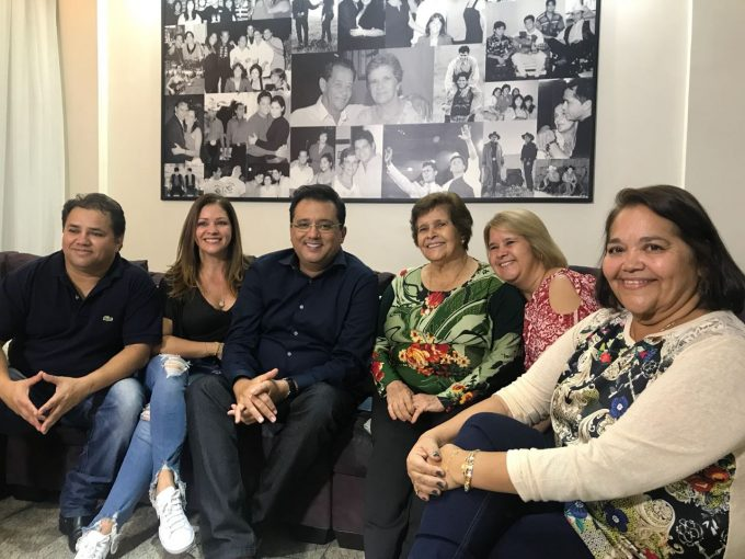 Em Goiânia, Geraldo Luís reconta trajetória do ídolo sertanejo Leandro, que faleceu há exatos 20 anos, e faz homenagem emocionante e especial ao artista Crédito das imagens: Divulgação/Record TV