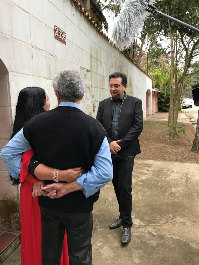 Geraldo Luís mostra resultado do processo de limpeza e organização da casa da cantora paraguaia Perla Crédito da imagem: Divulgação/Record TV