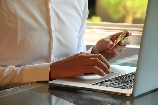 Dicas para economizar ao fazer compras na internet