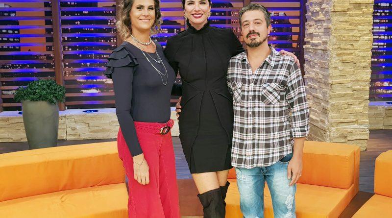 No 'Luciana By Night' desta terça-feira (24), Luciana Gimenez recebe o casal Aritana Maroni e Paulo Rogério, vencedores da última edição do reality show Power Couple Brasil.