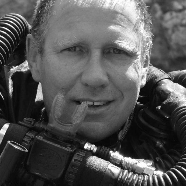 Richard Harris é o médico mergulhador que ajudou a salvar os meninos da Tailândia (foto/reprodução Facebook)