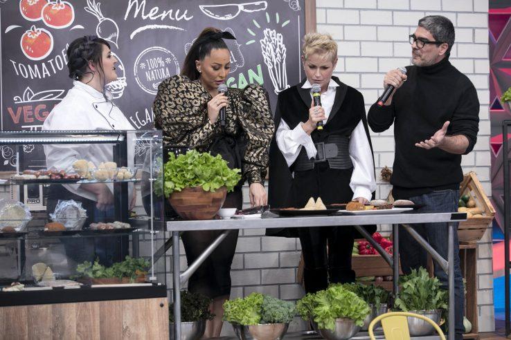 """Xuxa Meneghel participa do Programa da Sabrina pela primeira vez e recebe declaração surpresa de Sasha em homenagem: """"Você é muito parceira, uma mulher incrível"""" Crédito das fotos: Edu Moraes/Record TV"""