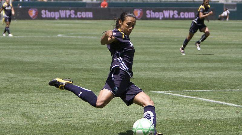 Marta é eleita a melhor jogadora de futebol do mundo pela sexta vez