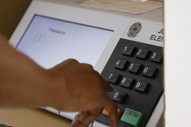 Há também cidades que ainda participarão de mais uma votação, como acontecerá na escolha dos candidatos a prefeito de Laje do Muriaé (RJ).