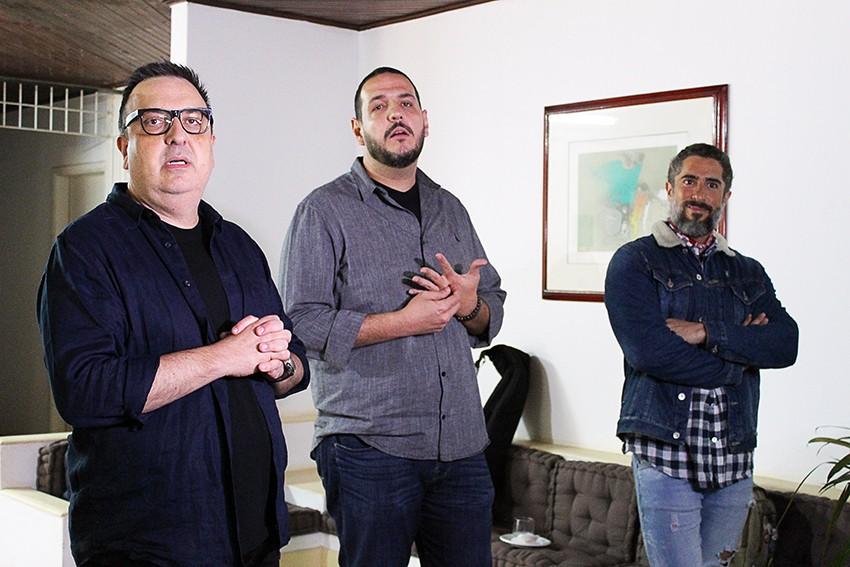 Marcos Mion, Rodrigo Carelli e Fernando Viudez dando entrevist