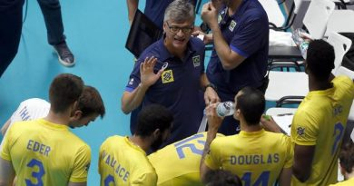 Renan no comando da seleção (Divulgação/FIVB)