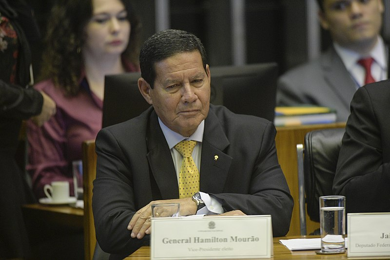 Filho do vice-presidente Mourão ganha cargo no Banco do Brasil com salário de R$ 37.500