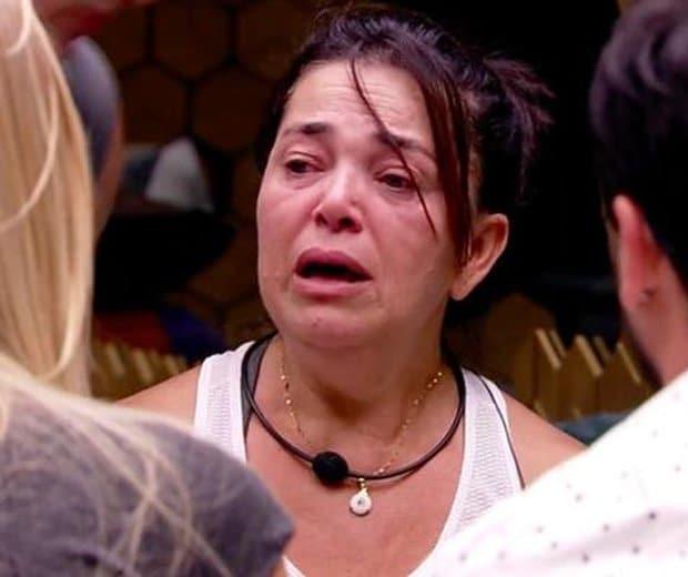 BBB 2019: Tereza passa mal, vomita e é atendida por médico
