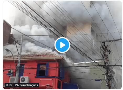 Incêndio na Cidade Baixa tenta ser controlado
