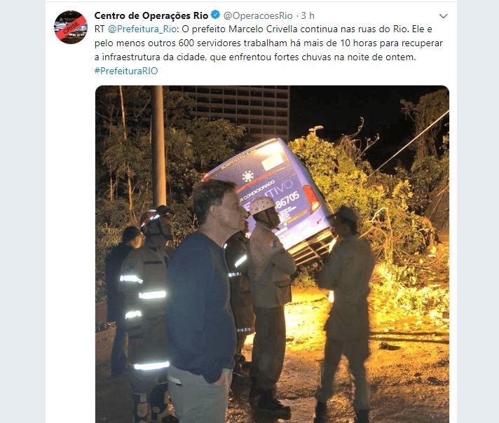 Desmoronamento no Rio de Janeiro atinge ônibus com passageiros